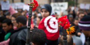 تونس بين تطلّعات الثورة وآمال الإصلاح الديمقراطي – منير الكشو