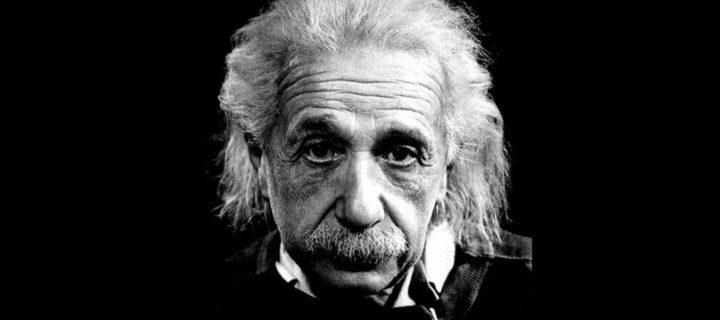 فكرة النظام والإنسجام للكون في فكر أينشتاين