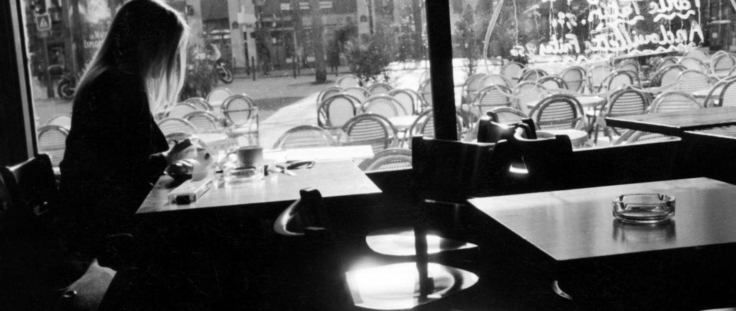 الوحيد فقط: هل يمكننا تجنب آلام الوحدة مع الاستمتاع بملذات الانعزال؟ – كودي ديليستراتي / ترجمة: رحاب الشمراني