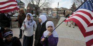كيف أثر فرض النظام على السفر في الجدال حول الإسلام في أمريكا الشمالية؟