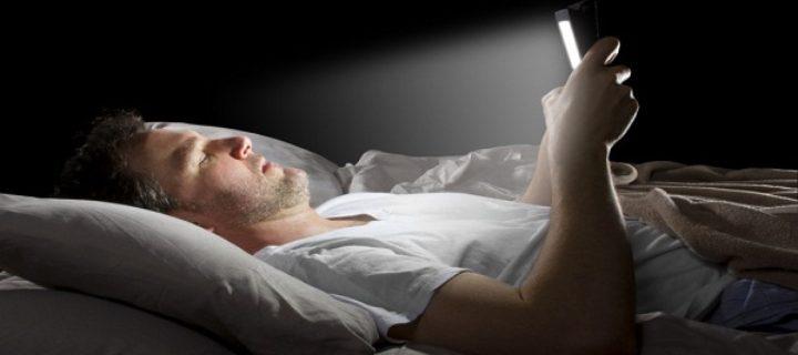 لتجنب الأمراض، ولطيلة العمر: لا تأخذ هاتفك إلى السرير – روني جاكبسن / ترجمة: سارة السويري