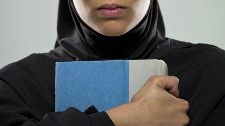 هل ما زلنا (نحن الغرب) نقرأ أكثر من العرب ؟ – تفلاين لايلن / ترجمة: حميد يونس
