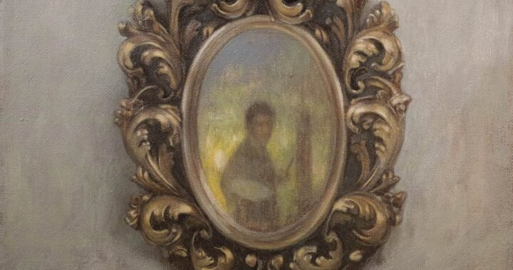 مرآة آليس في بلاد العجائب
